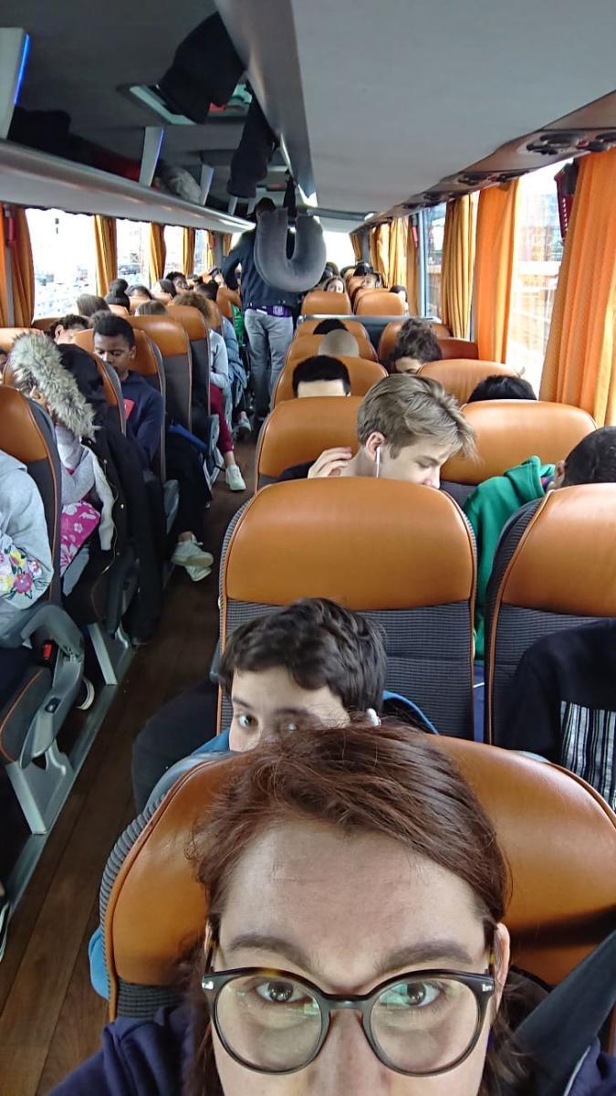 Dans le bus qui emmène nos élèves de 3e à Madrid